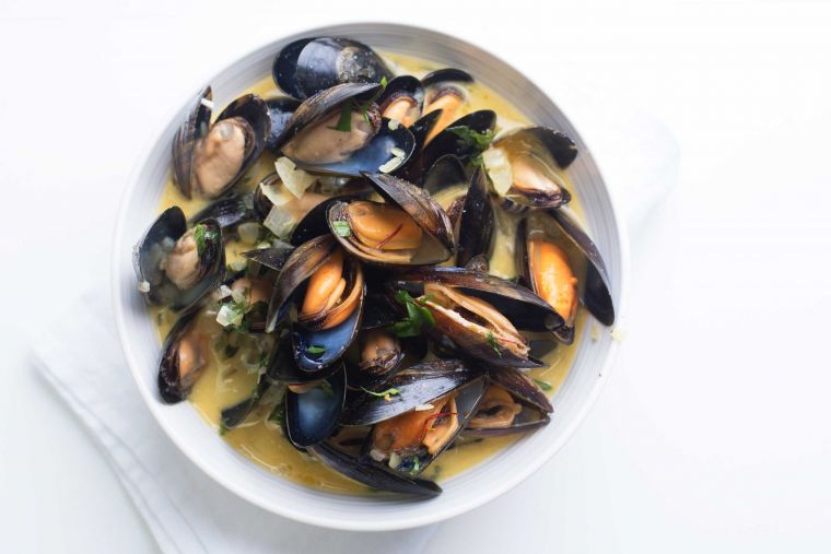 Mussels with saffron & cider cream